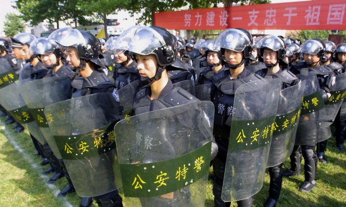 Chinese riot police show off their skills at a demonstration in Xian, central China's Shaanxi province 13 July 2005. (STR/AFP/Getty Images)