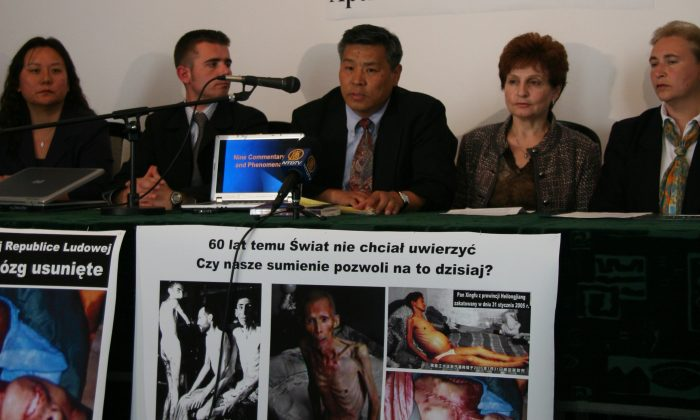 """AUSCHWITZ: Professor Sen Nieh, surrounded by three panelists and panel moderator, speaks at the """"Never Again: Appeal to the World"""" forum discussing illegal organ harvesting in death camps in China, held in Auschwitz, Poland on May 9, 2006. (Jan Jekielek/The Epoch Times)"""