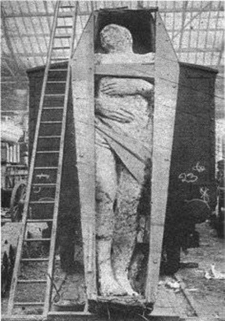 'Fossilized Irish giant' at a London rail depot, which appeared in the December 1895 issue of Strand Magazine. It was 12 ft 2 in (3.71 m) tall, weighed 2 tonnes, and had 6 toes on its right foot.