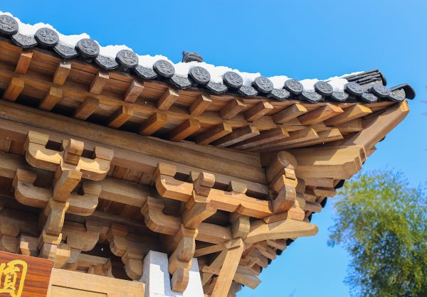 Dougong or interlocking brackets are a feature of traditional Chinese building