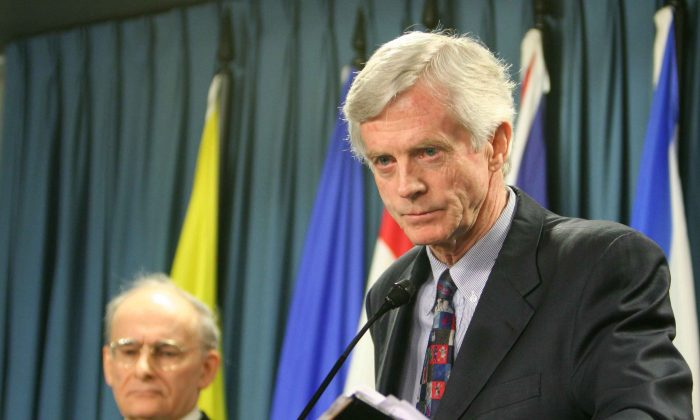Former Canadian Secretary of State for Asia-Pacific David Kilgour presents a revised report about organ harvesting from Falun Gong practitioners in China, as report co-author and human rights lawyer David Matas listens in the background, on Jan. 31, 2007. (The Epoch Times)