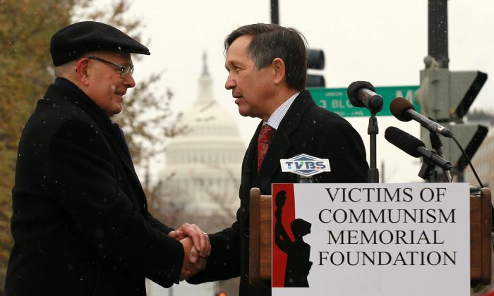 Chairman of Victims of Communism Memorial Foundation Lee Edwards (L) shakes hands with U.S. Rep. Dennis Kucinich (D-OH) (R) during a rally for jailed Chinese dissident and Nobel Prize laureate Liu Xiaobo in Washington, D.C., on Dec. 10, 2010. Liu was represented with an empty chair when he was awarded with the Nobel Peace Prize during the presentation ceremony in Oslo, Norway. (Alex Wong/Getty Images)