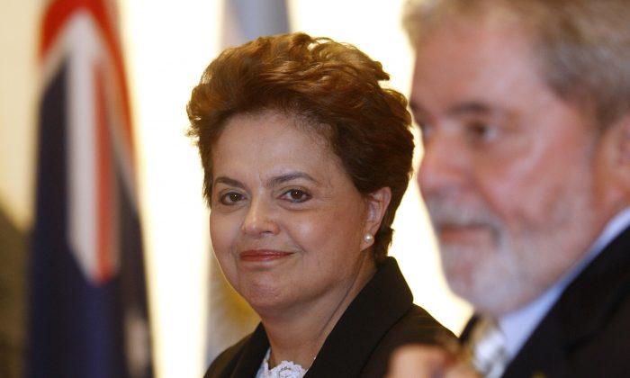 "Brazilian president-elect Dilma Rousseff (L) accompanies outgoing President Luiz Inacio ""Lula"" da Silva (R) to the G-20 Summit in Seoul on Nov 11-12. (Michel Euler/AFP/Getty Images)"