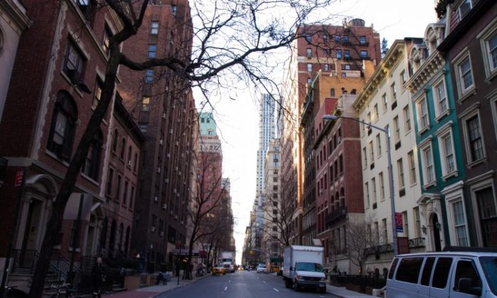 A view of townhouses in the Murray Hill area on 38th Street in Manhattan. (Benjamin Chasteen/The Epoch Times)
