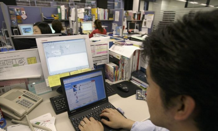 A pop up window appears on a PC screen August 14, 2003 in Tokyo, Japan. (Koichi Kamoshida/Getty Images)