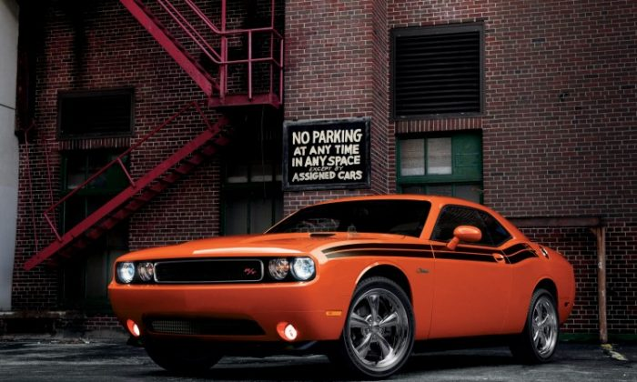2013 Dodge Challenger R/T Classic. Does Dodge include matching Hemi Orange nailpolish with purchase?(Chrysler Canada)