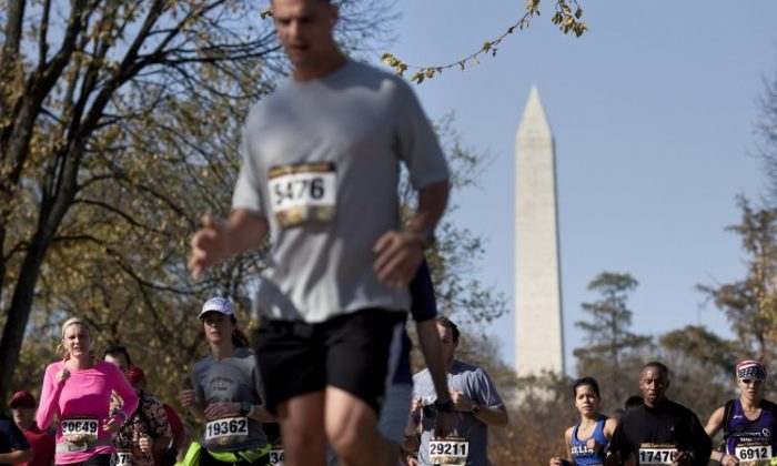 Runners travel across the National Mall near the Washington Monument during the Marine Corps Marathon in 2010 in Washington, DC. (Brendan Smialowski/Getty Images)