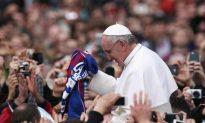 Pope Calls for World Peace in 'Urbi et Orbi' Speech