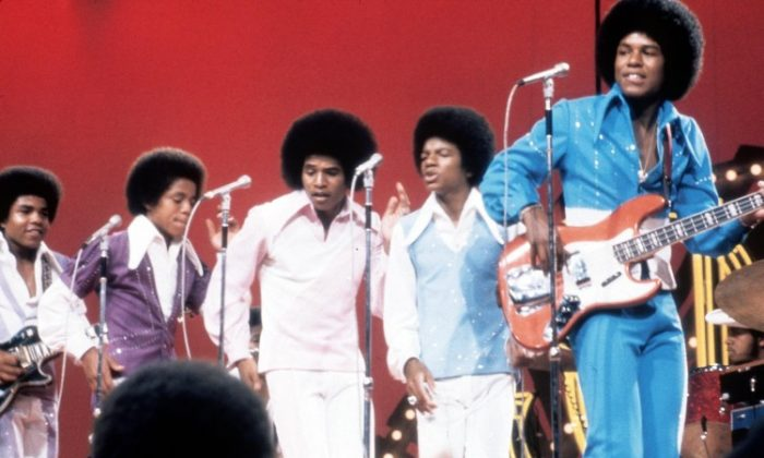 "Deke Richards Dies: File photo of The Jackson 5 performing on ""Soul Train."" Deke Richards, who wrote the groups first three hits, died on March 24, 2013. ( 2001 Tribune Entertainment)"