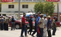 Vigilantes Seize Town in Western Mexico (+Photos)