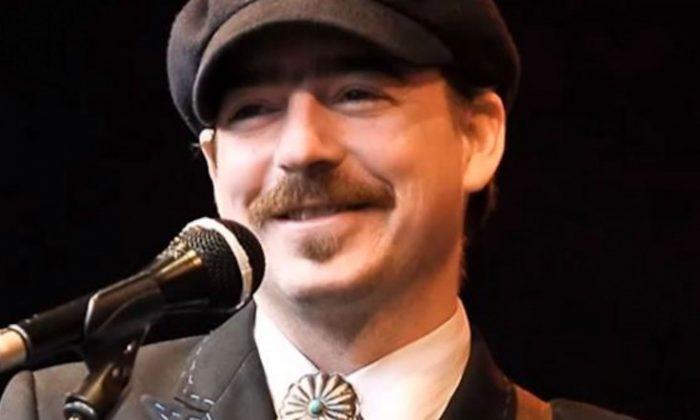 Jason Molina, singer for Magnolia Electric Co., performs in a screenshot of a YouTube posting.