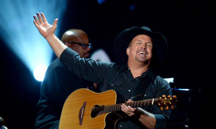 Singer/songwriter Garth Brooks performs at CBS' Teachers Rock Special live concert at the Nokia Theatre L.A. Live in Los Angeles, CA., on August 14, 2012. (Kevin Winter/Getty Images)