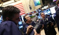 Stocks Rise Slightly, Ahead of First Quarter Earnings Reports