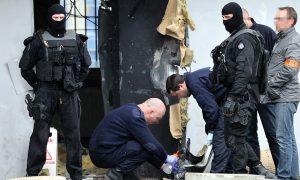 Super Criminal Escapes Prison, Using Explosives