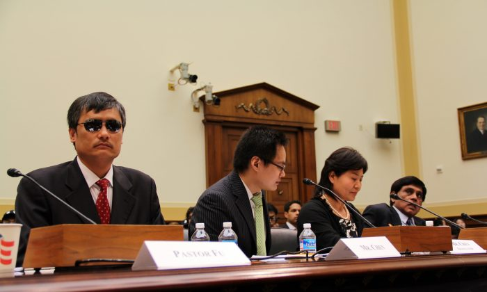 Blind activist Chen Guancheng (L), lawyer Gao Zhisheng's wife Geng He (second to right), and Dr. T. Kumar (R)from Amnesty International at a congressional hearing on China and human rights on April 9, 2013. (Shar Adams/Epoch Times Staff)
