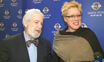 Former Ballet Dancer Lauds Shen Yun Dancers: 'True ensemble work'