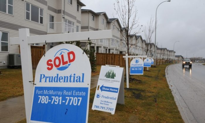 Houses selling at a new property development in the oil sands-rich boomtown of Fort McMurray in Alberta on Oct. 24, 2009. (Mark Ralston/AFP/Getty Images)