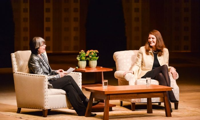 Best-selling author Jeannette Walls (R) and host and moderator Laurie Brown at Walls's appearance in Toronto on March 18. Walls will be back on stage to tell her story in Vancouver on April 16 at The Centre in Vancouver For Performing Arts. (Doug Sturgeon – Eclipse Photography)