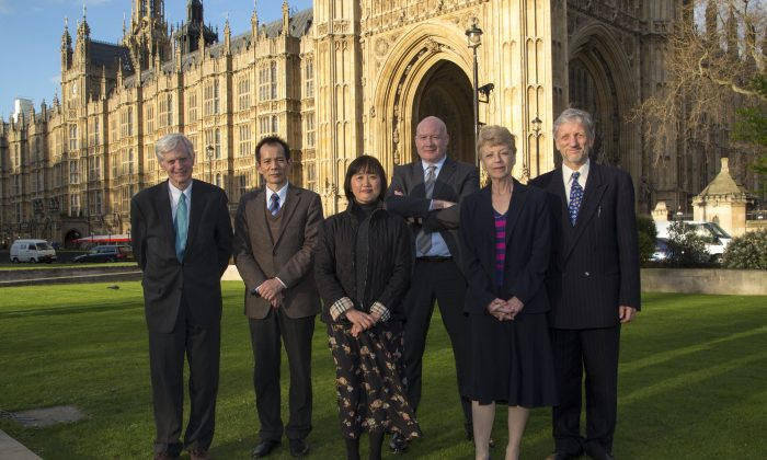 (L-R) David Kilgour, Huige Li, Annie Yang, Ethan Gutmann, Councillor Ingrid Cranfield, and Zek Halu, who all spoke in Parliament on organ harvesting in China on Monday, April 29, 2013. (Simon Gross/Epoch Times)