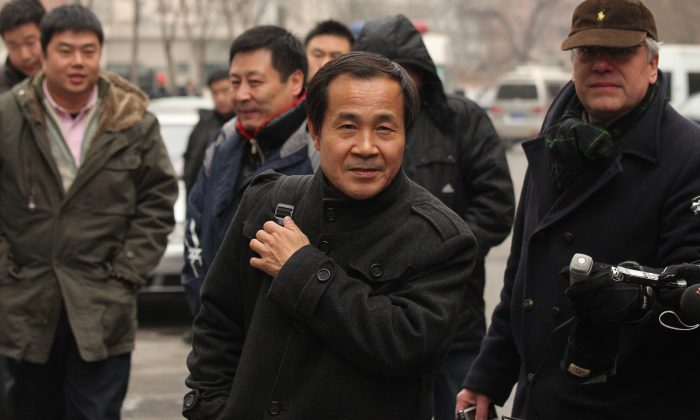 Lawyer Cheng Hai (C) with plainclothes policemen and reporters outside a Beijing courthouse where he was representing Chinese rights activist Ni Yulan on Dec. 29, 2011. (Ed Jones/AFP/Getty Images)
