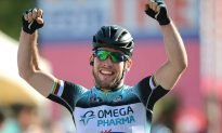 Cavendish Wins Giro d'Italia Stage Six for Wouter Weylandt