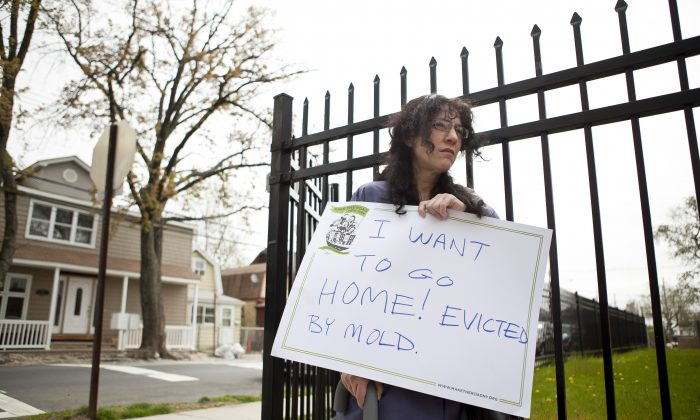 Allison Puglisi joined a tour around the Midland Beach area to expose the problem of homes with mold on May 7. She has been displaced from her home because of mold from Hurricane Sandy since Dec. 3, 2012. (Samira Bouaou/The Epoch Times)