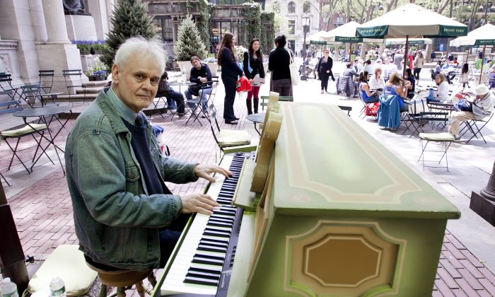 Terry Waldo, protégé of legendary Jazz musician Eubie Blake, is playing for the public at Bryant Park from May 6-10. (Samira Bouaou/Epoch Times Staff)