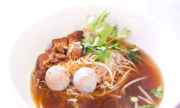 Famous Boat Noodles with tender cuts of braised pork, pork balls, and crisp bean sprouts, topped with scallion and cilantro. (Samira Bouaou/The Epoch Times)