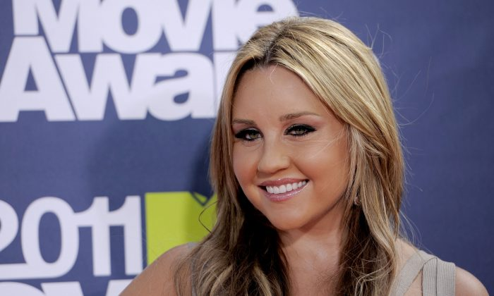 In this June 5, 2011 file photo, Amanda Bynes arrives at the MTV Movie Awards, in Los Angeles. Internal Affairs officers on Saturday, May 25, 2013 were looking into allegations made by actress Amanda Bynes that New York Police Department officers sexually assaulted her when she was arrested for heaving a marijuana bong out the window of her 36th-floor Manhattan apartment Thursday night.  (AP Photo/Chris Pizzello, File)
