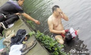 After Rescuing Girl From Polluted River, Chinese Policeman Gets Sick
