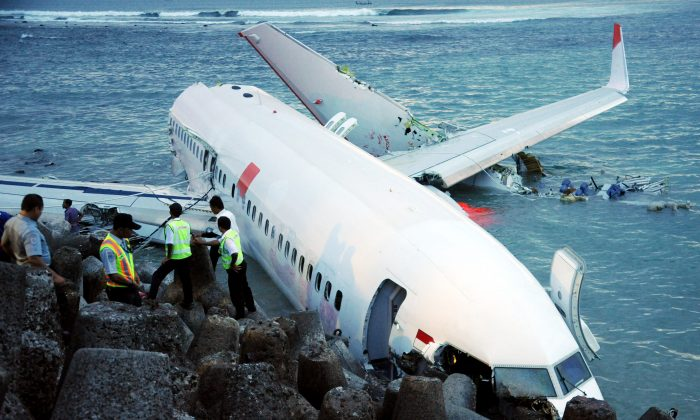 Indonesia rescuers stand by as a Lion Air Boeing 737 lies partially submerged in the water three days after it crashed while trying to land at Bali's international airport near Denpasar on April 13, 2013. (Sonny Tumbelaka/AFP/Getty Images)