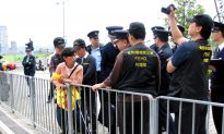 Hong Kong Detains Falun Gong Protester