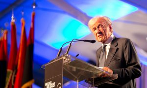 Bill Clinton, Elie Wiesel Remember the Holocaust