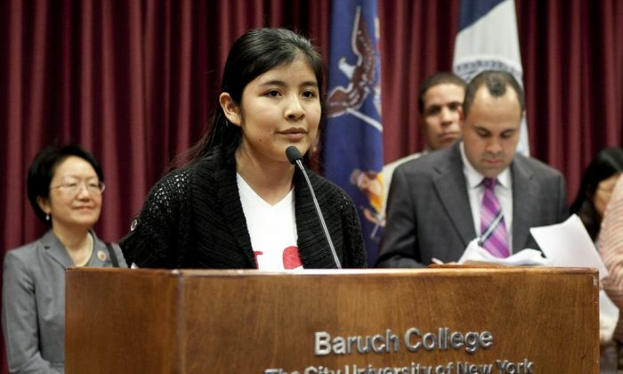 Kassandra Guzman, a Flushing High School senior, speaks in support of the NYS DREAM Act at a New York State DREAM Coalition rally at Baruch College on May 28. (Samira Bouaou/The Epoch Times)