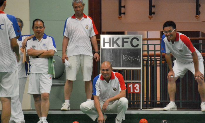 Chinese International Ye Sui Ying (squatting) and his Kowloon Bowling Green Club team-mates during their match with Hong Kong Football Club. Despite the loss of Ye's team, KBGC still managed a 5-3 victory. (Stephanie Worth)