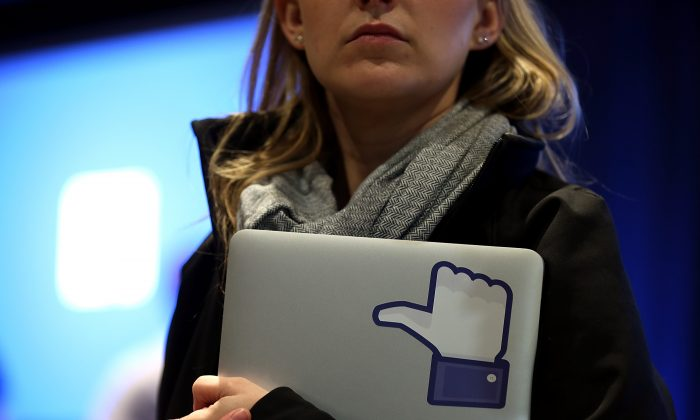 Social networks can break down the barriers between employees. (Justin Sullivan/Getty Images)
