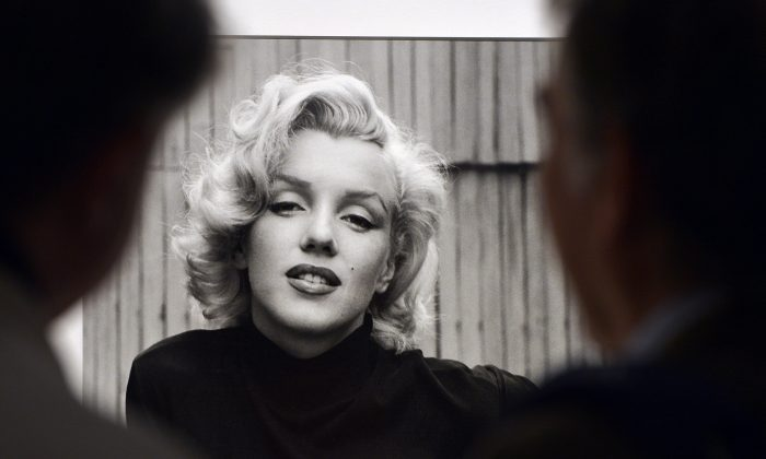 """Visitors look at Alfred Eisenstaedt's """"Marilyn Monroe, Hollywood, USA, 1953"""" during the """"Life. I grandi fotografi"""" (Life. The great photographers) exhibition at the auditorium on April 30, 2013 in Rome.  (Gabriel Bouys/AFP/Getty Images)"""