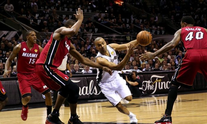 Tony Parker #9 of the San Antonio Spurs drives on Chris Bosh #1 of the Miami Heat in the first quarter during Game Three of the 2013 NBA Finals at the AT&T Center on June 11, 2013 in San Antonio, Texas. (Mike Ehrmann/Getty Images)