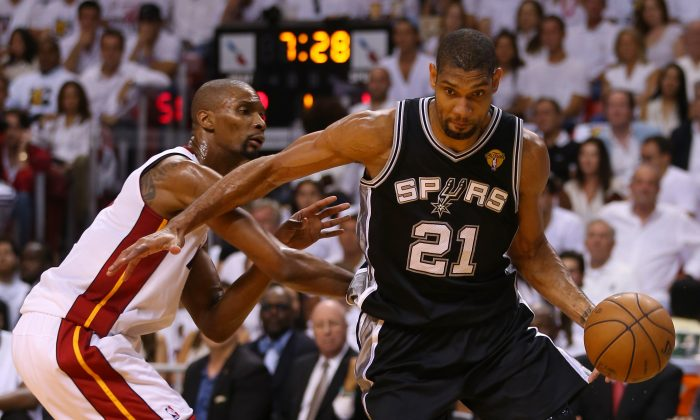 Tim Duncan #21 of the San Antonio Spurs drives on Chris Bosh #1 of the Miami Heat in the first quarter during Game Six of the 2013 NBA Finals at AmericanAirlines Arena on June 18, 2013 in Miami, Florida. (Mike Ehrmann/Getty Images)