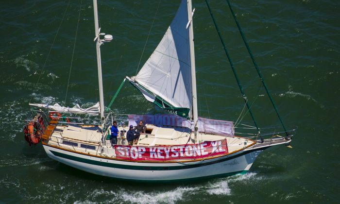 A boat sails in the bay while sporting a banner against the Keystone XL pipeline on June 20, 2013, in San Francisco. The Obama administration announced a new climate policy without rejecting the pipeline. (Kim White/Getty Images)
