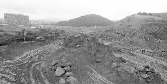 The Laifenggang archaeological excavation site was leveled by bulldozers overnight on June 14, while they were building an extension to a metro line in Guangzhou. Experts said it was a massive loss to Chinese heritage. (Weibo.com)
