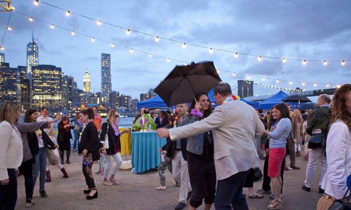 The Brooklyn Bridge Park Conservancy's annual Sunset party on June 6. (Samira Bouaou/The Epoch Times)
