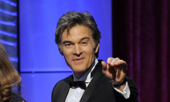 "This  file photo shows Mehmet Oz, aka Dr. Oz, accepting the award for outstanding talk show for ""The Dr. Oz Show"" at the 40th Annual Daytime Emmy Awards in Beverly Hills, Calif., June 16, 2013.  (Photo by Chris Pizzello/Invision/AP, file)"