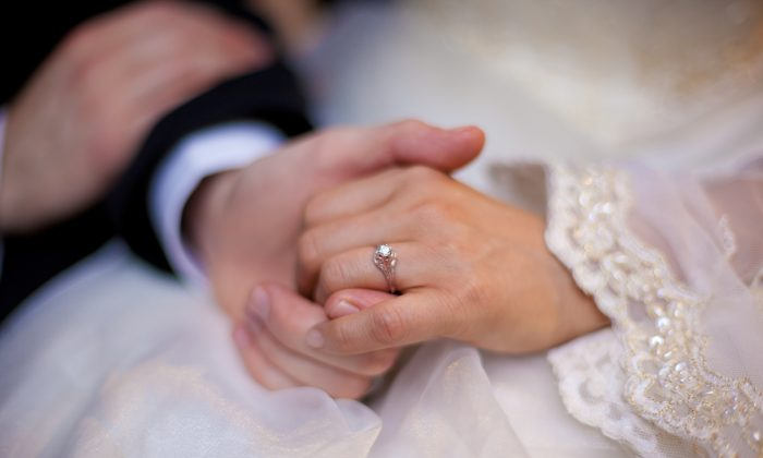 A bride shows off her ring after just getting married in this file photo from 2010. (Henry Lam/The Epoch Times)