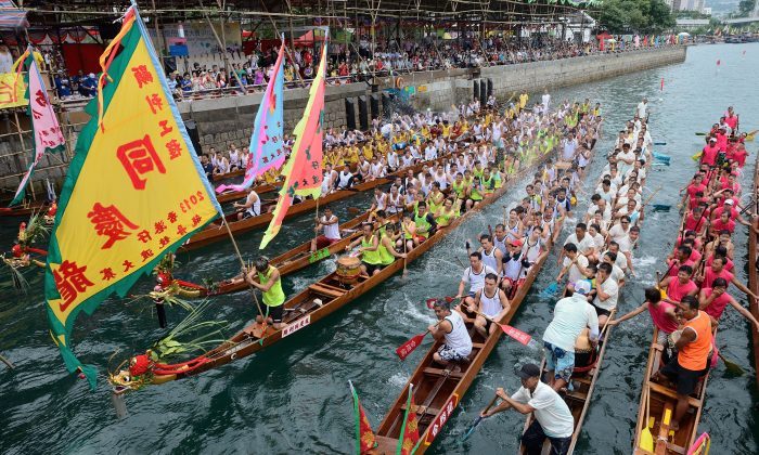 2013 Aberdeen Dragon Boat Race in Hong Kong. (Song Xianglong)