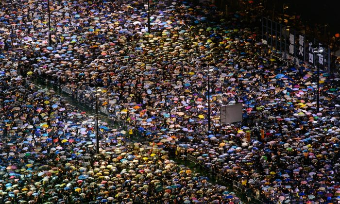 Close to 150,000 people braved the rain on Tuesday to attend the annual candlelight vigil in Hong Kong to remember the victims of the Tiananmen Square Massacre. (Poon Zoi-syu/The Epoch Times)