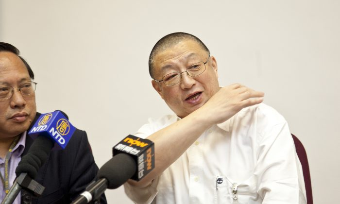 """Chen Ping (R), at a press conference on June 5, explains how he was beaten by thugs outside his Hong Kong office on June 3. Hong Kong pro-democracy legislator Albert Ho sits to his left. """"Maybe I offended a few people in the Chinese Communist Party regime,"""" Chen Ping said, in an attempt to explain his treatment. (Yu Gang/The Epoch Times)"""