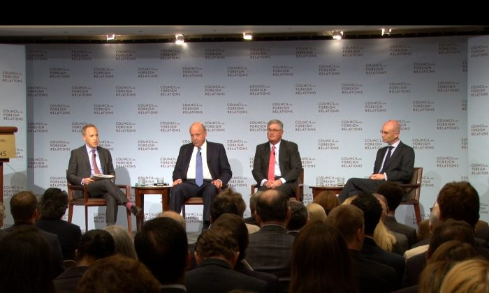 (L-R) Panel discussion moderator and chairman of The Slate Group, Jacob Weisberg; U.S. former deputy secretary of state, John D. Negroponte; former chairman of the board of IBM Corporation, Samuel J. Palmisano; and Maurice R. Greenberg senior fellow for China studies at the Council on Foreign Relations, Adam Segal. (NTD Television)