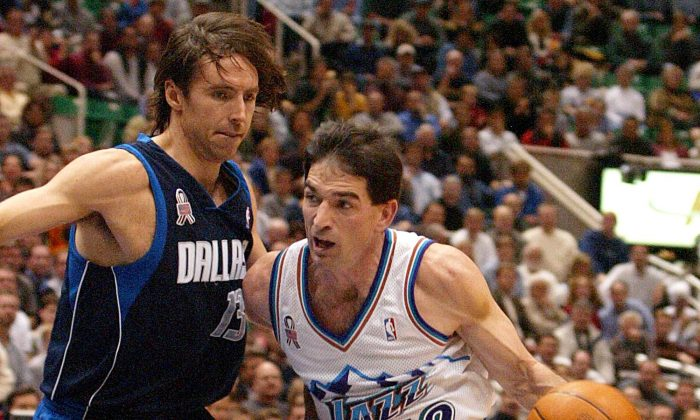 John Stockton (R) of the Utah Jazz drives to the basket past Steve Nash (L) of the Dallas Mavericks during the second quarter in Salt Lake City, Utah, 10 December, 2001. (George Frey/AFP/Getty Images)