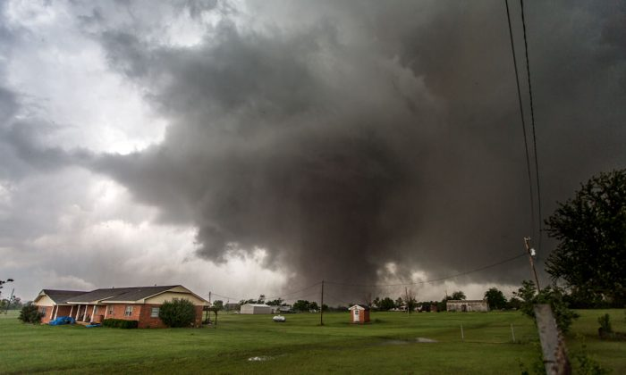 A tornado approaches Moore, Okla., on May 20, 2013. (Vincent Deligny/AFP/Getty Images)